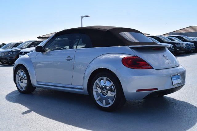 2016 Reflex Silver Metallic/Black Roof Volkswagen Beetle Convertible 1.8T SEL Intercooled Turbo Regular Unleaded I-4 1.8 L/110 Engine FWD 2 Door Automatic