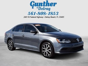 2017 Platinum Gray Metallic Volkswagen Jetta 1.4T SE FWD 4 Door Sedan