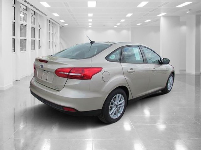 2018 White Gold Metallic Ford Focus SE 4 Door Automatic Intercooled Turbo Regular Unleaded I-3 1.0 L/61 Engine