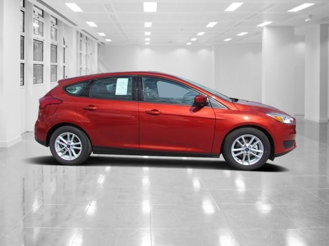 2018 Chili Pepper Red Ford Focus SE 4 Door Manual FWD Regular Unleaded I-4 2.0 L/122 Engine
