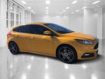 2015 Tangerine Scream Metallic Tri-Coat Ford Focus ST Manual Intercooled Turbo Premium Unleaded I-4 2.0 L/122 Engine Hatchback