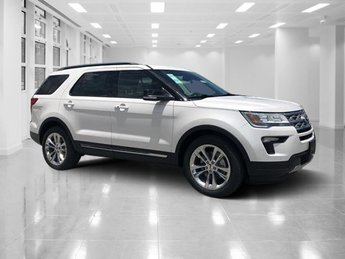 2018 White Platinum Metallic Tri-Coat Ford Explorer XLT FWD Automatic Regular Unleaded V-6 3.5 L/213 Engine
