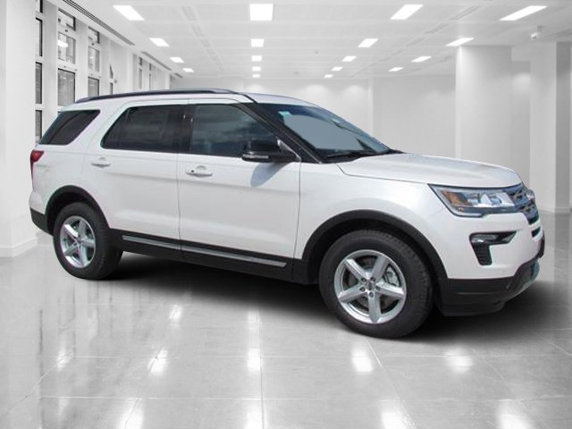 2018 White Platinum Metallic Tri-Coat Ford Explorer XLT Regular Unleaded V-6 3.5 L/213 Engine 4 Door FWD
