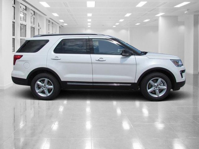 2018 White Platinum Metallic Tri-Coat Ford Explorer XLT 4 Door FWD Automatic