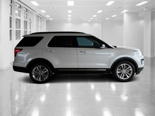 2018 White Platinum Metallic Tri-Coat Ford Explorer XLT 4 Door Regular Unleaded V-6 3.5 L/213 Engine FWD
