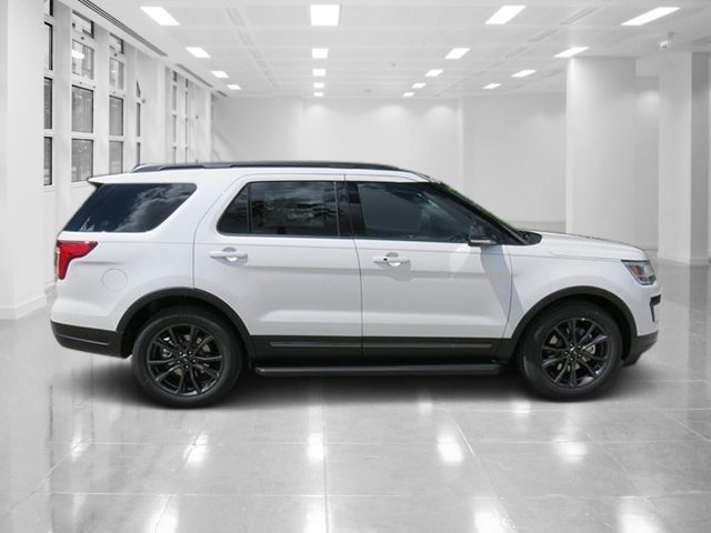 2018 White Metallic Ford Explorer XLT Automatic Regular Unleaded V-6 3.5 L/213 Engine 4 Door SUV FWD