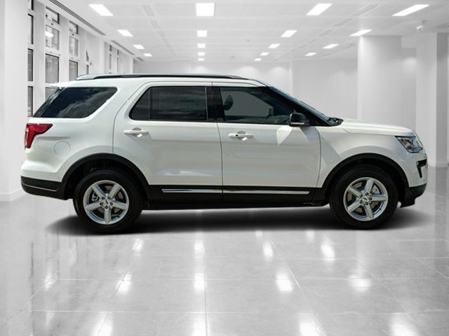 2019 White Platinum Metallic Tri-Coat Ford Explorer XLT SUV FWD 4 Door Automatic Regular Unleaded V-6 3.5 L/213 Engine
