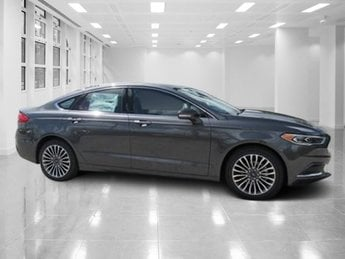 2018 Magnetic Metallic Ford Fusion SE Sedan 4 Door FWD