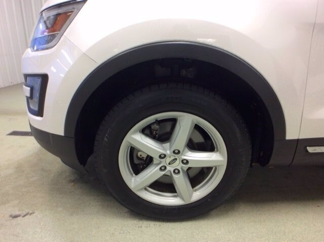 2017 Ford Explorer XLT 4 Door 3.5L V6 Engine 4X4 SUV