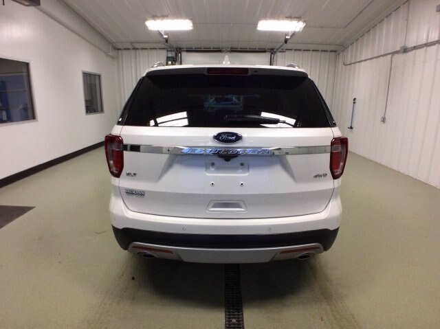 2017 White Platinum Metallic Tri-Coat Ford Explorer XLT SUV Automatic 3.5L V6 Engine 4X4