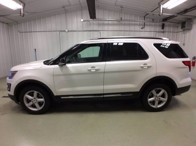 2017 White Platinum Metallic Tri-Coat Ford Explorer XLT 4 Door 4X4 3.5L V6 Engine SUV Automatic
