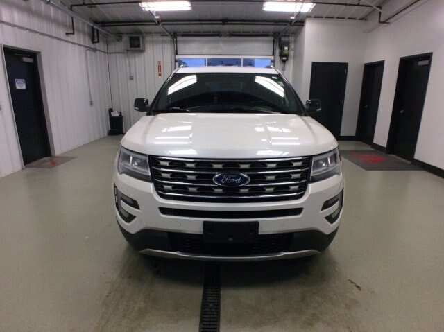 2017 White Platinum Metallic Tri-Coat Ford Explorer XLT SUV 4 Door 3.5L V6 Engine