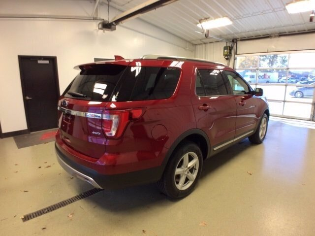 2017 Ruby Red Metallic Tinted Clearcoat Ford Explorer XLT 4X4 SUV 4 Door Automatic