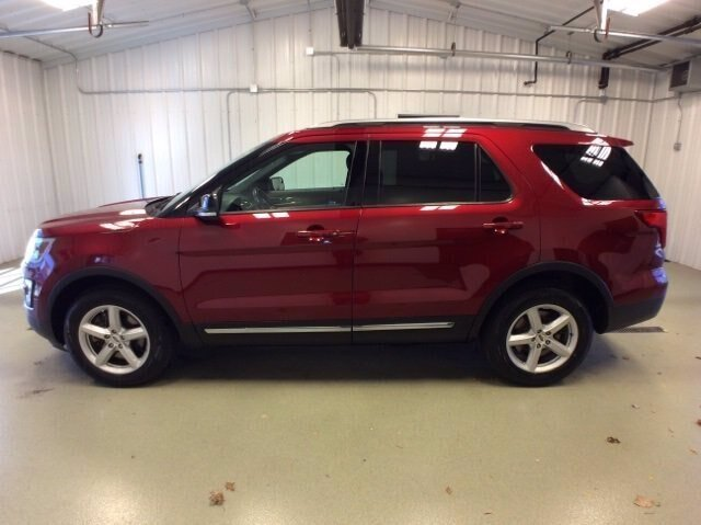 2017 Ruby Red Metallic Tinted Clearcoat Ford Explorer XLT 3.5L V6 Engine 4X4 Automatic 4 Door
