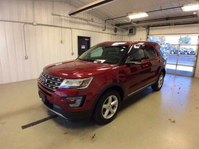 2017 Ruby Red Metallic Tinted Clearcoat Ford Explorer XLT 3.5L V6 Engine 4 Door SUV Automatic