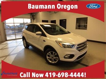 2017 White Platinum Metallic Tri-Coat Ford Escape SE SUV 1.5L 4 cyls Engine FWD
