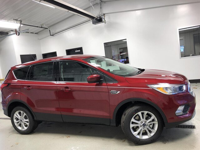 2019 Ruby Red Metallic Tinted Clearcoat Ford Escape SE 4X4 SUV 4 Door 1.5L 4 cyls Engine Automatic