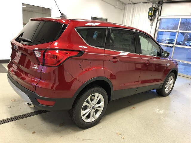 2019 Ruby Red Metallic Tinted Clearcoat Ford Escape SE 4 Door Automatic 1.5L 4 cyls Engine SUV 4X4