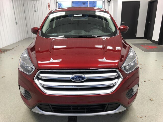 2019 Ruby Red Metallic Tinted Clearcoat Ford Escape SE 4X4 1.5L 4 cyls Engine 4 Door Automatic