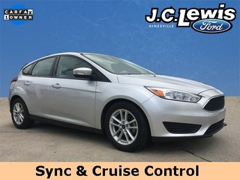 2017 Ingot Silver Metallic Ford Focus SE Automatic 2.0L 4-Cylinder DGI DOHC Engine Hatchback