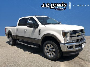 2018 White Platinum Metallic Tri-Coat Ford Super Duty F-250 SRW Lariat 4X4 Truck Automatic