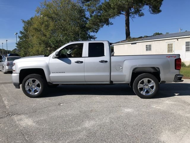 2017 Chevy Silverado 1500 Custom Automatic 4 Door 4X4 V8 Engine Truck