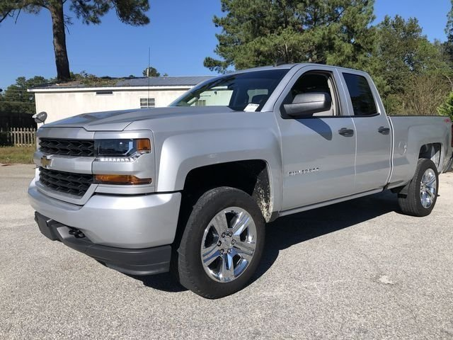 2017 Silver Ice Metallic Chevy Silverado 1500 Custom 4 Door 4X4 V8 Engine Automatic Truck