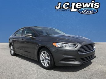 2016 Gray Ford Fusion SE 2.5L iVCT Engine 4 Door Sedan Automatic