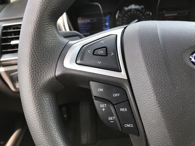 2016 Magnetic Ford Fusion SE Sedan 4 Door FWD Automatic