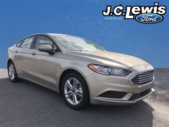 2018 White Gold Metallic Ford Fusion SE Sedan FWD 4 Door