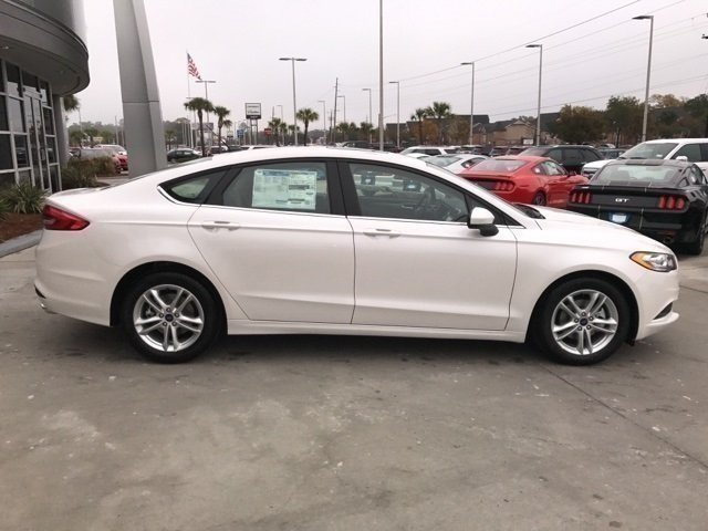 2018 White Platinum Metallic Tri-Coat Ford Fusion SE 4 Door FWD EcoBoost 1.5L I4 GTDi DOHC Turbocharged VCT Engine