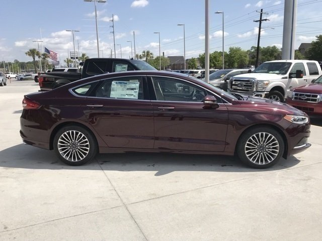 2018 Burgundy Velvet Metallic Tinted Clearcoat Ford Fusion SE 4 Door EcoBoost 1.5L I4 GTDi DOHC Turbocharged VCT Engine FWD Sedan