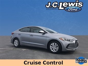2017 Shale Gray Metallic Hyundai Elantra SE FWD Sedan 2.0L 4-Cylinder DOHC 16V Engine 4 Door Automatic