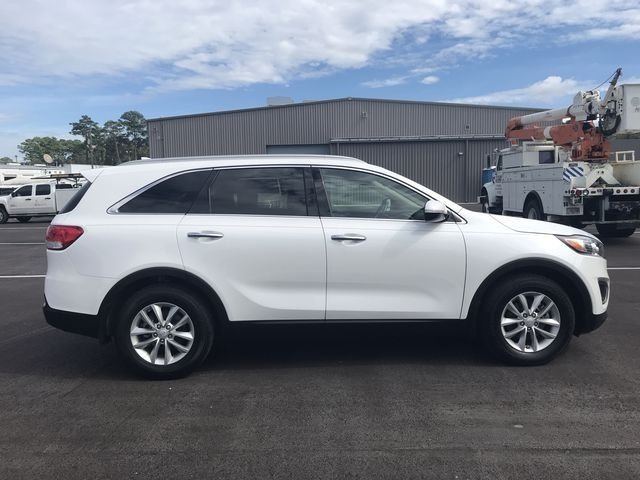2016 Snow White Pearl Kia Sorento LX 4 Door SUV Automatic 2.4L DOHC Engine FWD