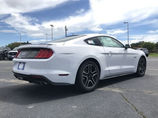 2019 Oxford White Ford Mustang GT 5.0L V8 Ti-VCT Engine Coupe RWD 2 Door