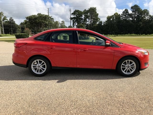 2015 Race Red Ford Focus SE FWD Automatic 2.0L 4-Cylinder DGI DOHC Engine Sedan 4 Door