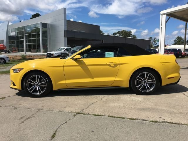 2017 Ford Mustang EcoBoost Premium Automatic 2 Door EcoBoost 2.3L I4 GTDi DOHC Turbocharged VCT Engine Convertible