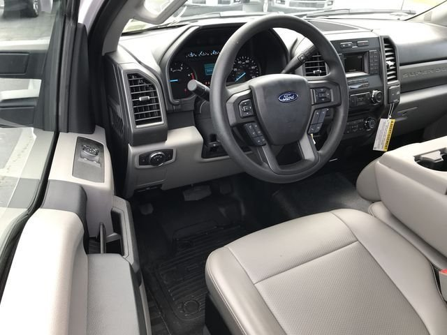 2018 Oxford White Ford Super Duty F-350 DRW Truck Automatic 2 Door 6.7L V8 Engine