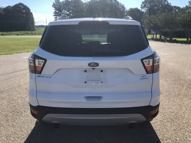 2018 Oxford White Ford Escape SE FWD SUV EcoBoost 1.5L I4 GTDi DOHC Turbocharged VCT Engine 4 Door