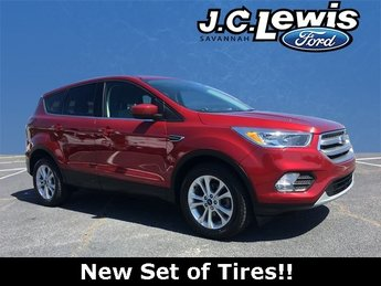 2017 Ruby Red Metallic Tinted Clearcoat Ford Escape SE SUV EcoBoost 1.5L I4 GTDi DOHC Turbocharged VCT Engine 4 Door Automatic