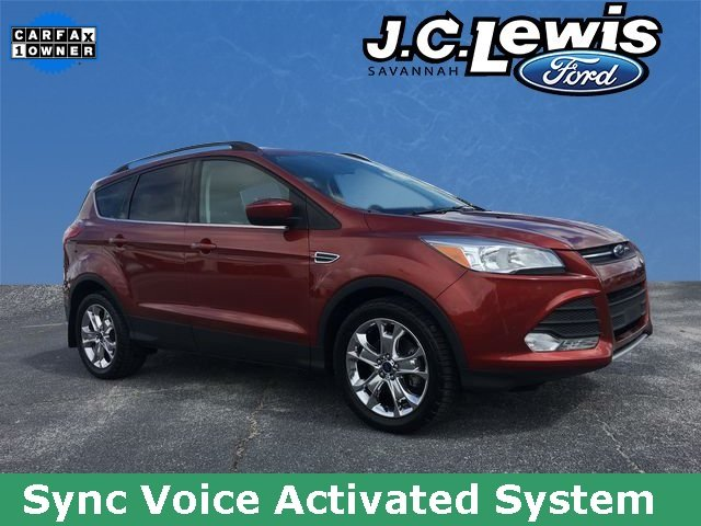 2016 Ruby Red Metallic Tinted Clearcoat Ford Escape SE 4 Door FWD Automatic SUV