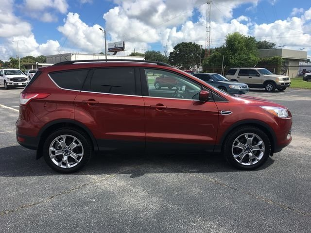 2016 Ruby Red Metallic Tinted Clearcoat Ford Escape SE SUV FWD Automatic