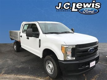 2017 Oxford White Ford Super Duty F-250 SRW XL 4 Door V8 Engine Truck Automatic 4X4