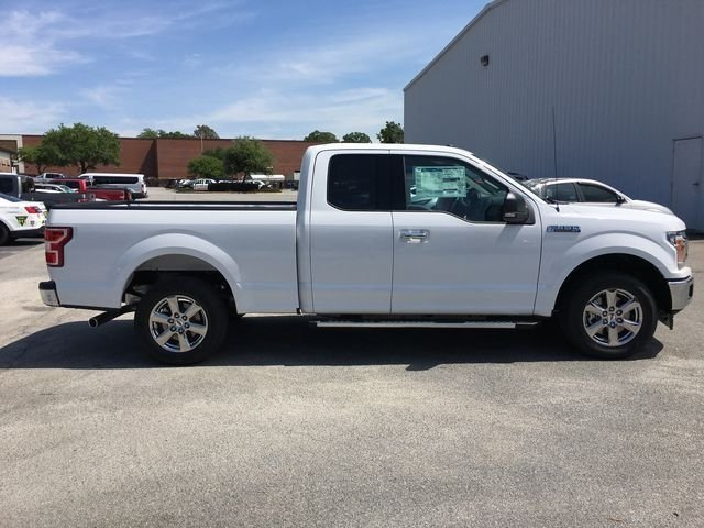 2018 Oxford White Ford F-150 XLT RWD 4 Door Truck 5.0L V8 Ti-VCT Engine
