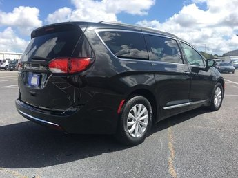 2017 Chrysler Pacifica Touring L Automatic 3.6L V6 24V VVT Engine Van FWD 4 Door