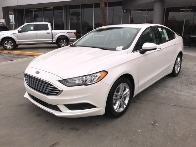 2018 White Platinum Metallic Tri-Coat Ford Fusion SE EcoBoost 1.5L I4 GTDi DOHC Turbocharged VCT Engine 4 Door FWD
