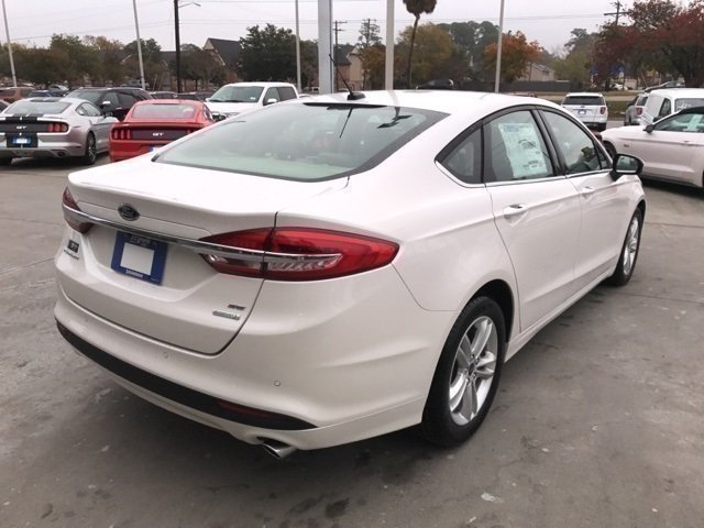 2018 White Platinum Metallic Tri-Coat Ford Fusion SE Sedan 4 Door Automatic EcoBoost 1.5L I4 GTDi DOHC Turbocharged VCT Engine