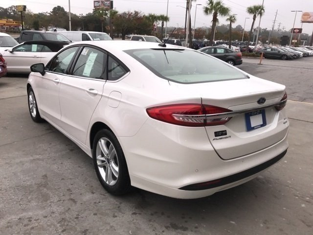 2018 White Platinum Metallic Tri-Coat Ford Fusion SE Sedan Automatic FWD 4 Door