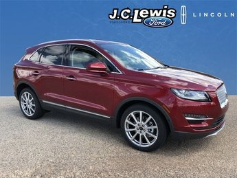 2019 Ruby Red Metallic Tinted Clearcoat Lincoln MKC Reserve FWD 4 Door SUV 2.0L I4 Engine