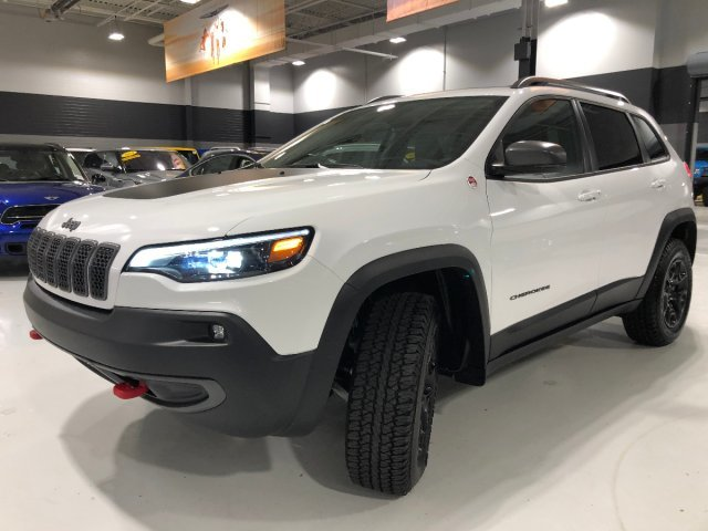 2019 Bright White Clearcoat Jeep Cherokee Trailhawk Intercooled Turbo Premium Unleaded I-4 2.0 L/122 Engine 4 Door Automatic AWD